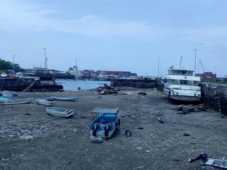 Du port des boutres au port des épaves de bateaux hors service