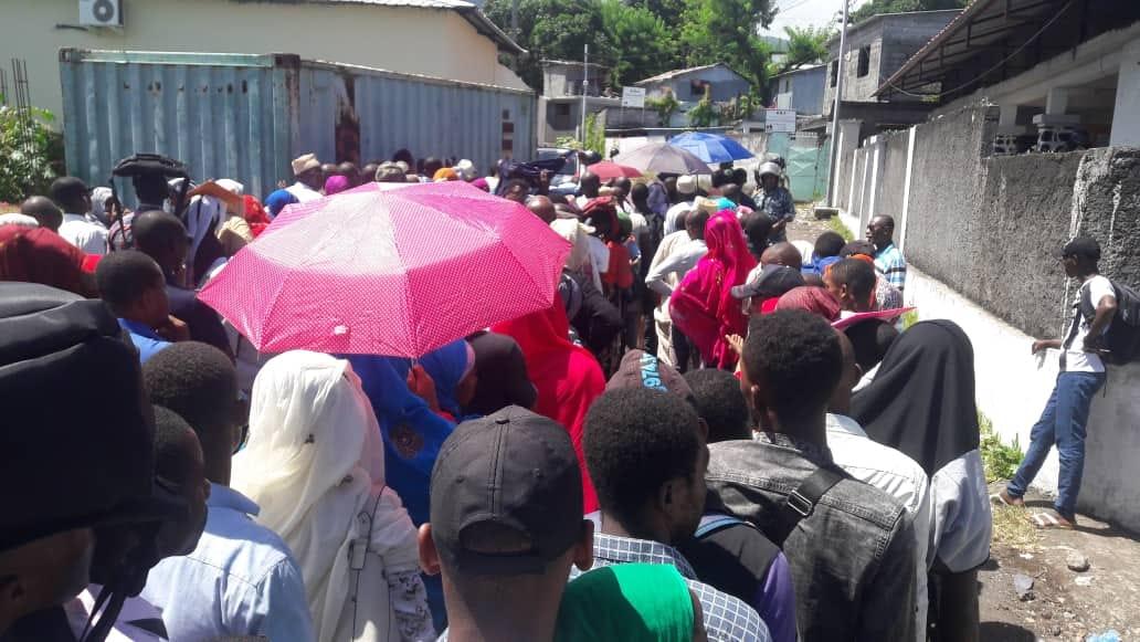 En ce moment, à la CEII (Commission Électorale Insulaire Indépendante de Ngazidja) : l'ordre est rétabli pour le paiement des membres du bureau de vote