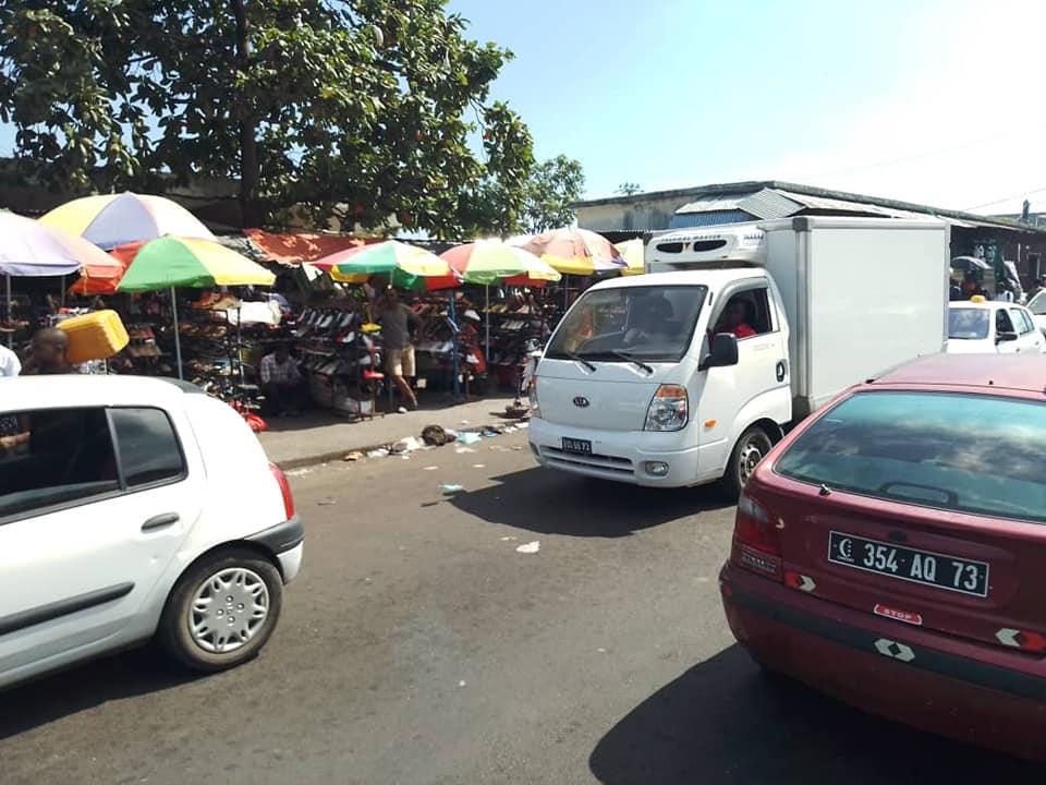 Le PIGN a chassé avec fracas les vendeurs à brouette et les voitures qui encombraient la route de Volovolo