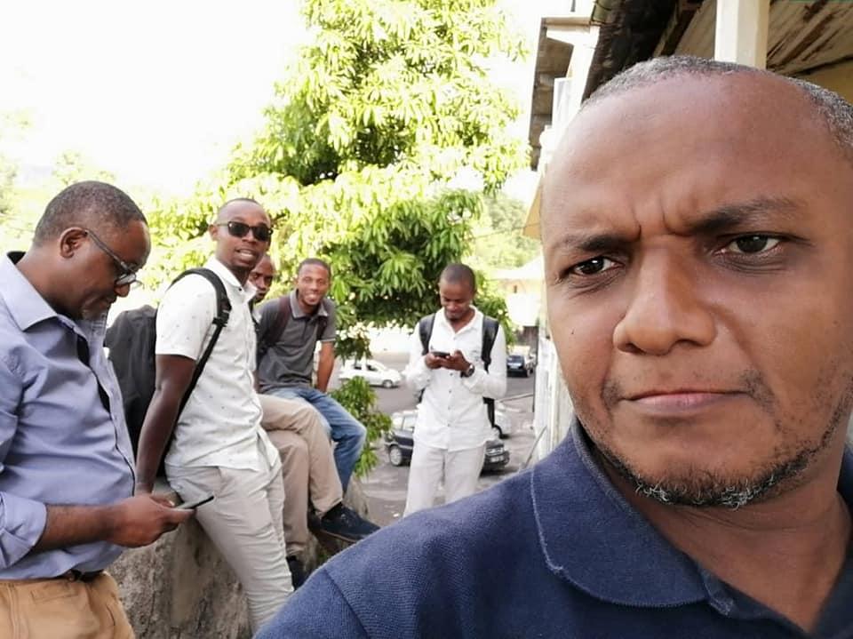 Les journalistes solidaires une énième fois devant la police en Solidarité pour un-e confrère/ sœur
